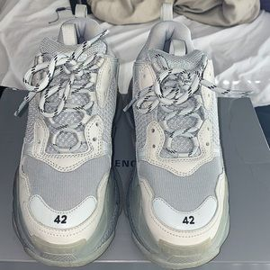 Balenciaga triple s grey clear sole